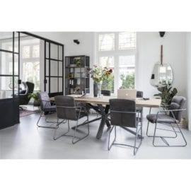 Krzesła w stylu industrialnym